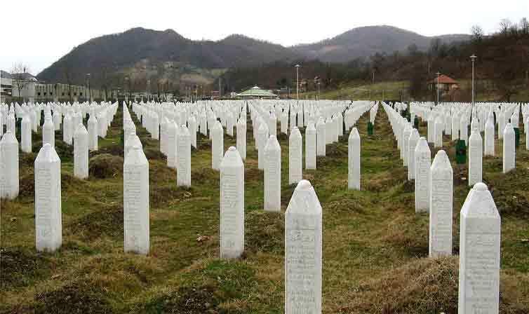 Srebrenitsa Soykırımı - Potoçari Anıt Mezarlığı