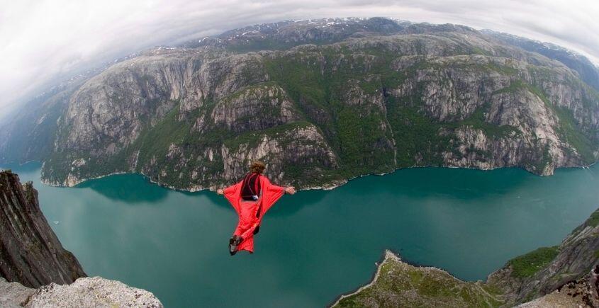 Wingsuit Uçuşu